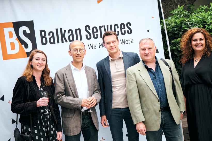 Посрещане на клиенти на рожден ден на Balkan Services - balkanservices.com