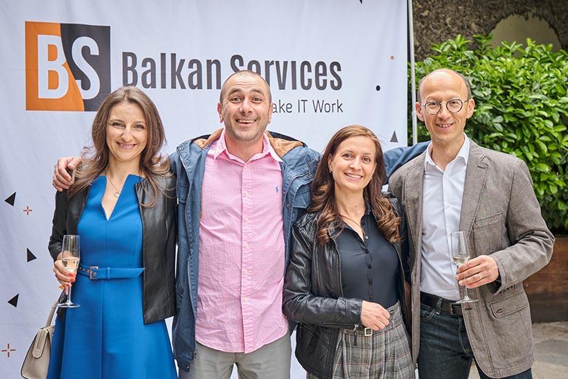 Посрещане на клиенти на празнество за рожден ден на Balkan Services - balkanservices.com